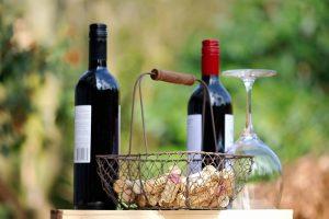ציוד לשימור ופתיחת יין שכל חובב יין צריך להכיר